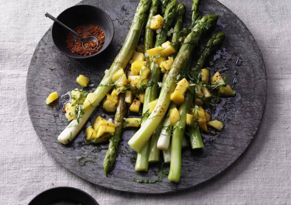 088 spargel salat mit mango jpg-1018663-700-990-0