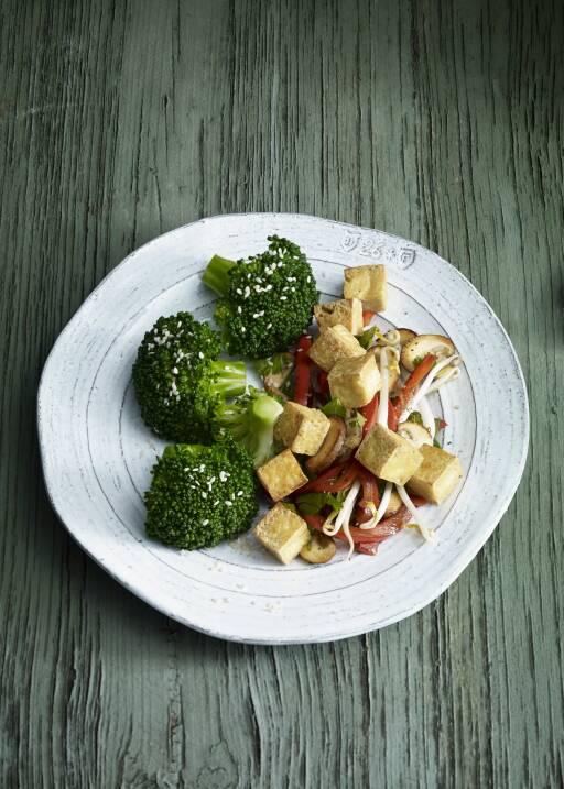 Tofu-Pfanne mit Brokkoli und Sesam