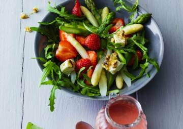 105 erdbeer spargel salat mit fruchtigem dres-1018024-700-990-0