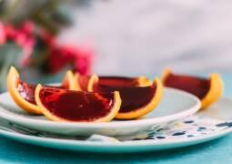 Jelly Shot Orangen auf einem Teller