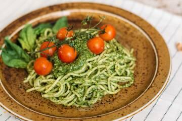 1 pasta-mit-pistazien-spinat-pesto-10