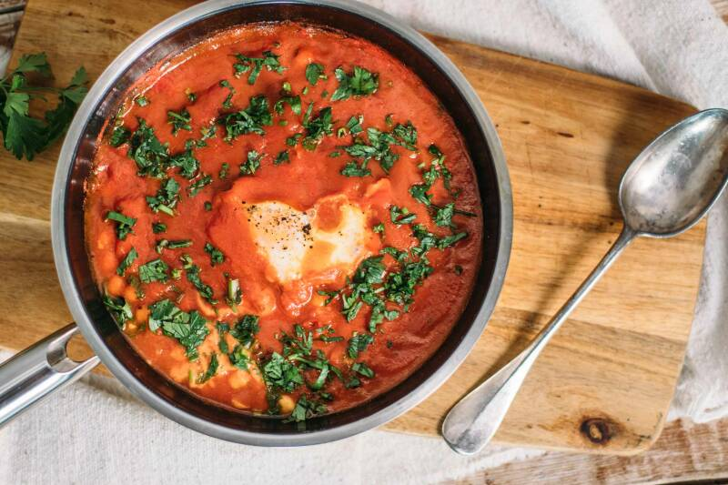 1 Shakshuka mit Kichererbsen, Ei und Tomaten-11