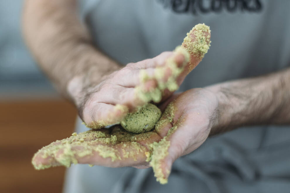 3 Arten Falafel einfach zuhause zu machen: Falaffel rollen