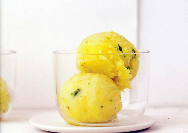 Ananassorbet mit Salbei und Ingwer