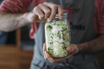 Anleitung Fermentieren: Kimchi im Glas verschlossen
