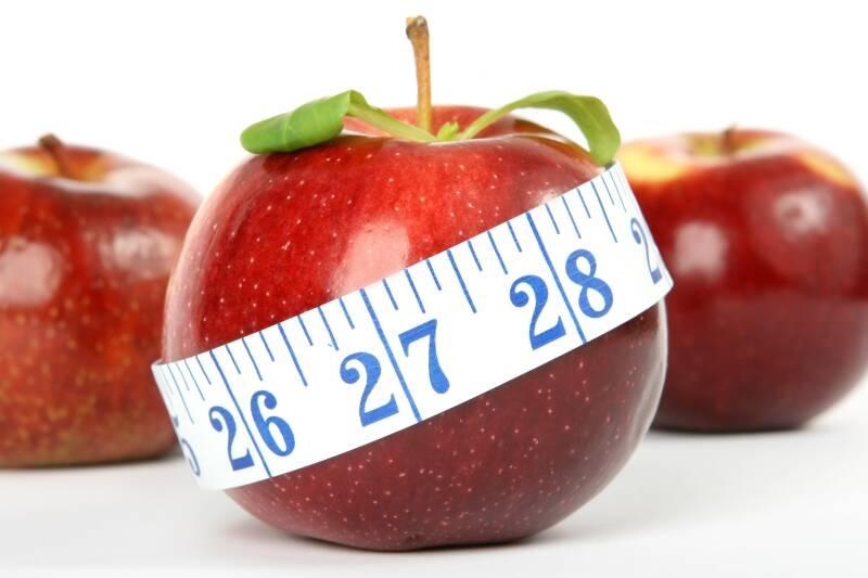 Wenn man gesund abnehmen will, dann sollte man sich an seinem BMI orientieren.