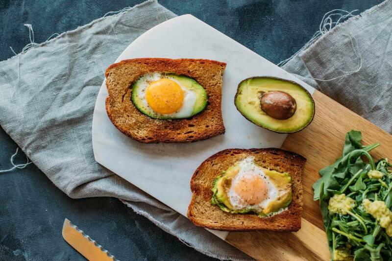 Avocado-Spiegelei-Toast