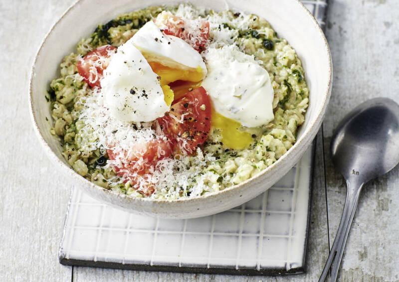 Deftiges Porridge mit pochiertem Ei