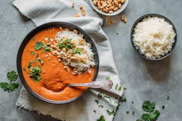 Erdnusssuppe mit Reis