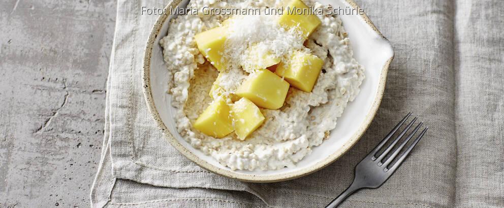 Exotisches Kokos-Quinoa-Porridge