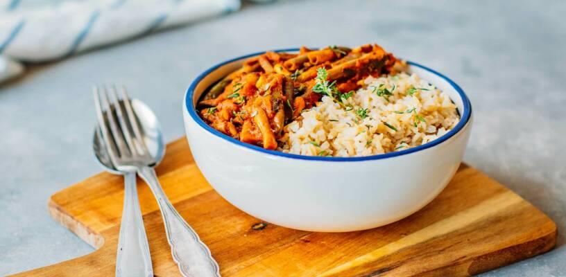 Vegan durch die Woche mit Teriyaki Bowl und griechischer Fasolakia