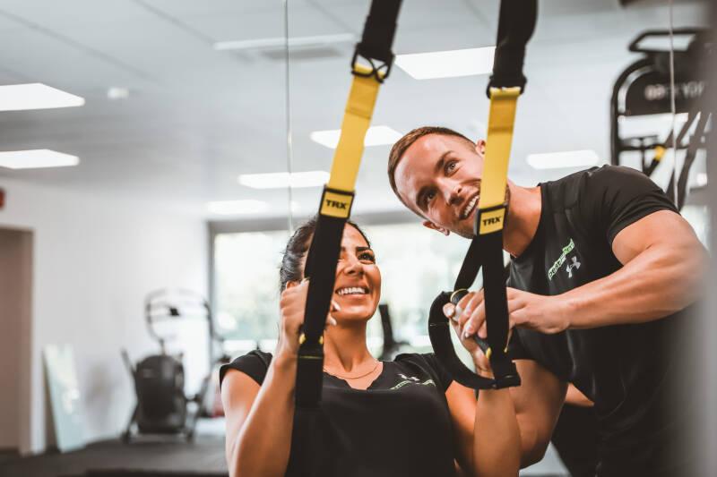 Auch Sport kann einem gesunden, funktionierendem Stoffwechsel zuträglich sein. Hier auf dem Bild ist Benedikt Pilsl mit einer Kollegin zu sehen.