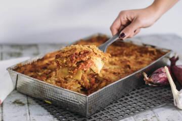 Fleischersatz: linsenlasagne mit lupinenbolognese