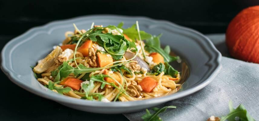 Flexitarisch durch die Woche mit Kabeljau auf Gemüsebett und Vollkorn Pasta