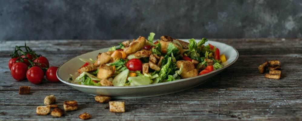 Flexitarisch durch die Woche mit Caesar-Salat und Quesadillas