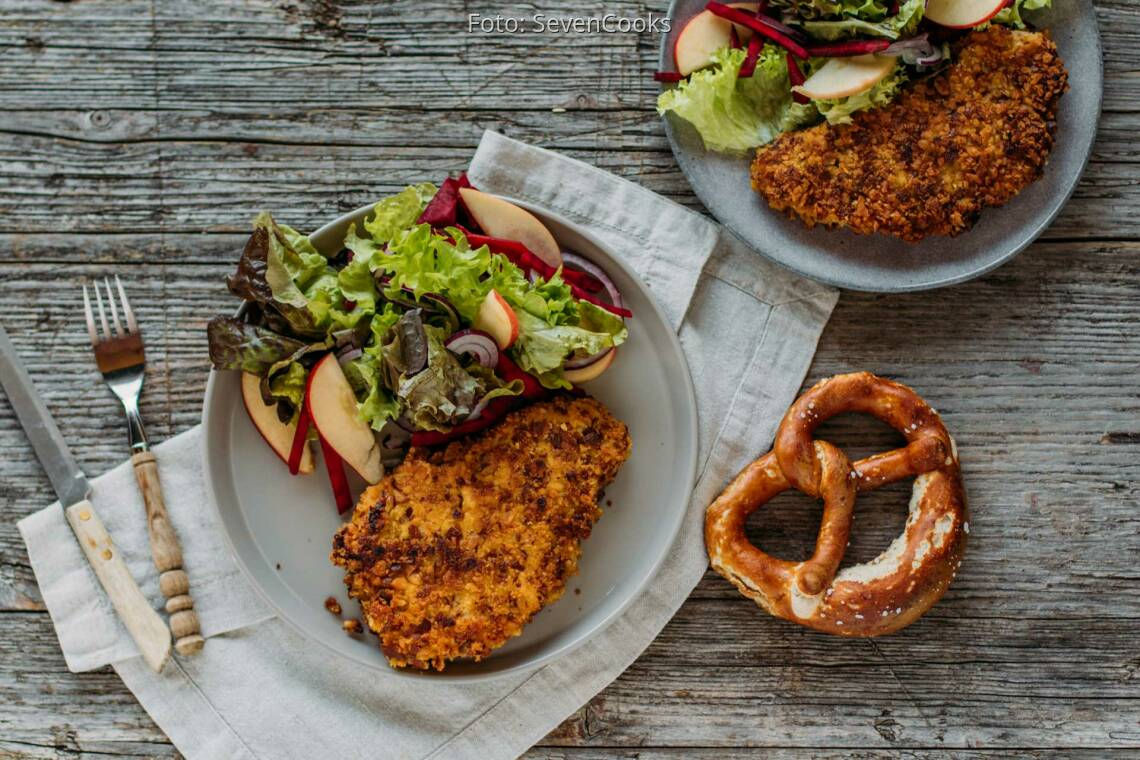 Flexitarisches Rezept: Brezenschnitzel mit Meerrettich, süßem Senf und buntem Salat 1