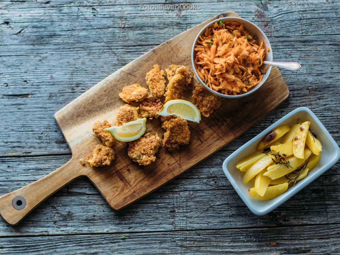 Flexitarisches Rezept: Chicken-Nuggets mit Kartoffelecken und Karottensalat_1