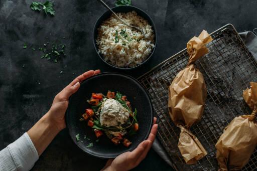 Flexitarisches Rezept: Cremiges Tomaten-Fisch-Papilotte mit Reis 1
