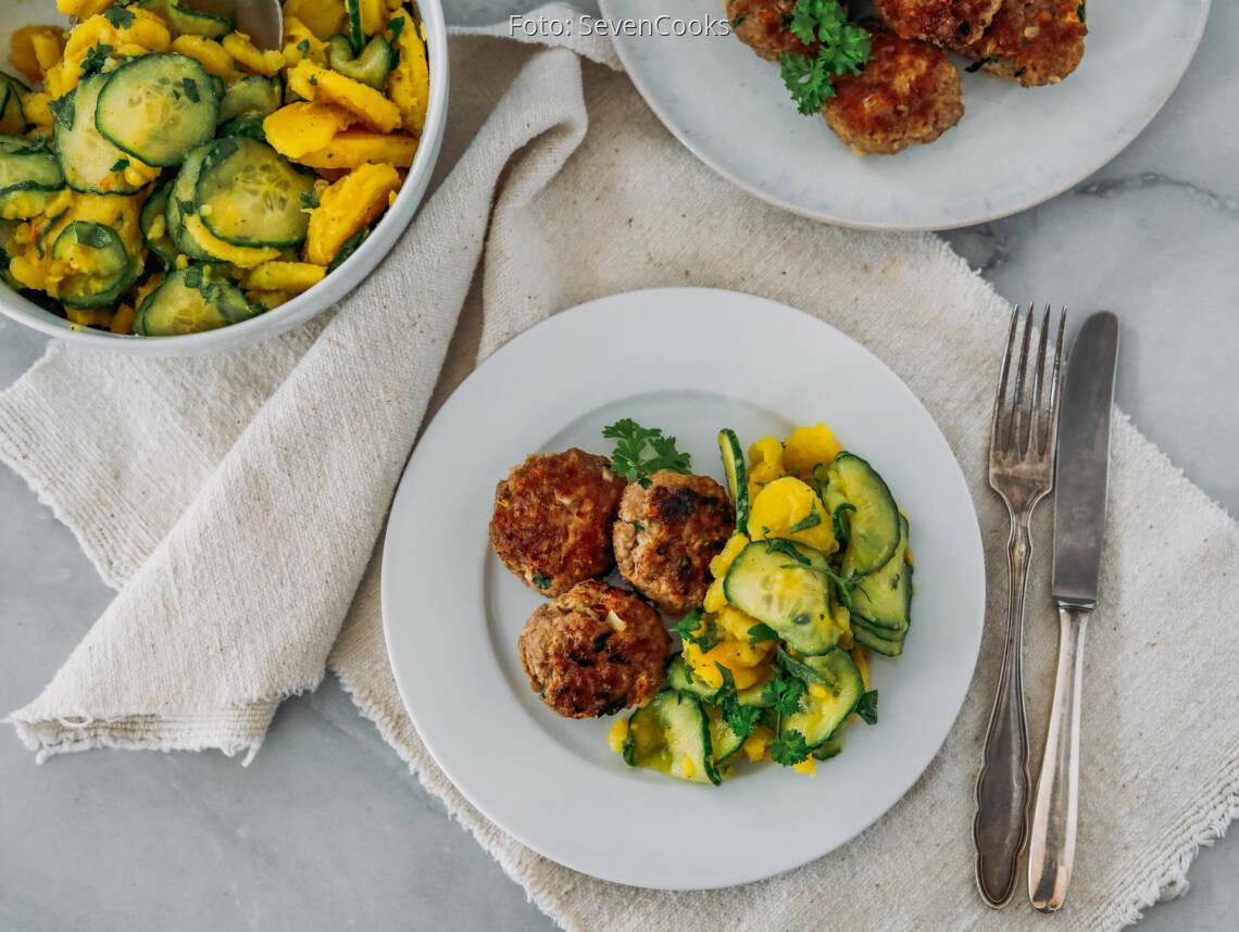 Flexitarisches Rezept: Fleischküchle mit Kartoffel-Gurken-Salat 1