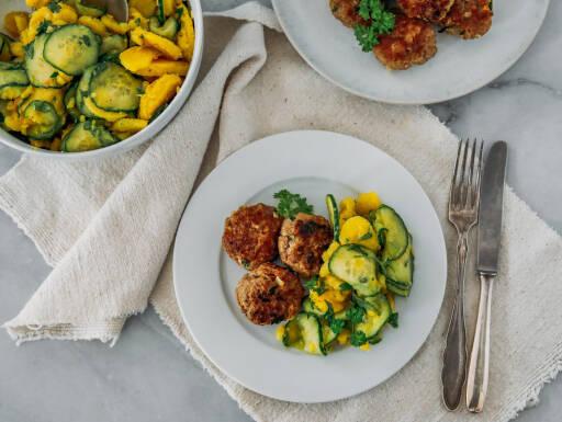 Fleischküchle mit Kartoffel-Gurken-Salat