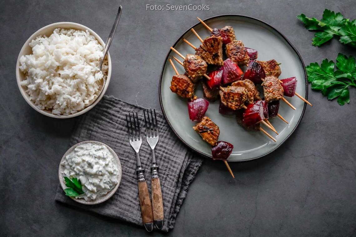 Flexitarisches Rezept: Lammspieße mit Joghurt-Dip und Reis 1