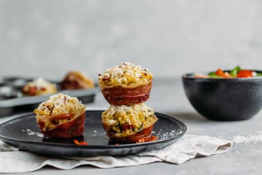 Flexitarisches Rezept: Risotto-Muffins mit Parmaschinken und Spinatsalat 1