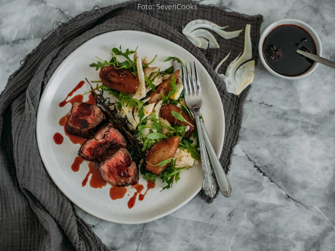 Flexitarisches Rezept: Wildsteak mit pochiertem Birnen-Fenchel-Salat 1
