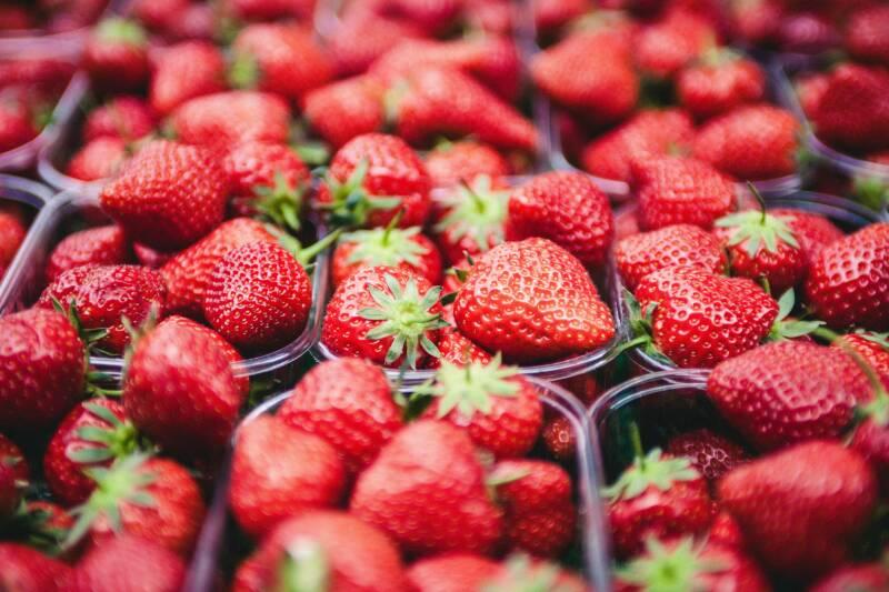 Frische Erdbeeren in Schalen