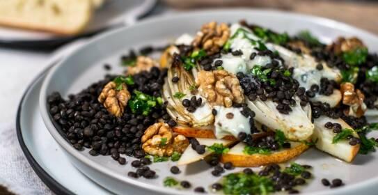 In diesem Artikel findest du 7 Gerichte mit saisonalem Gemüse aus dem Januar, wie Chicoree, Steckrüben, Grünkohl und noch vielem mehr.