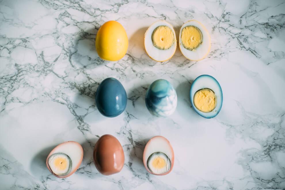 Gefärbte Eier ohne Schale 2