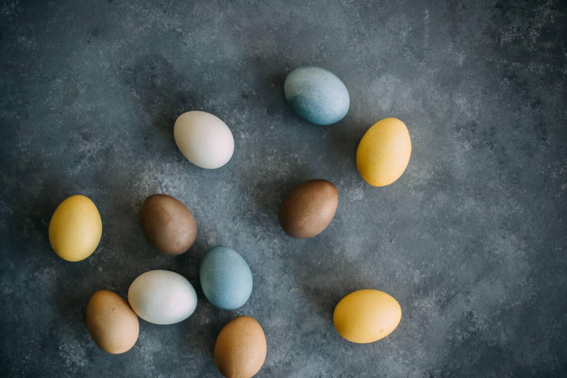 Ostereier natürlich färben - so einfach geht's!