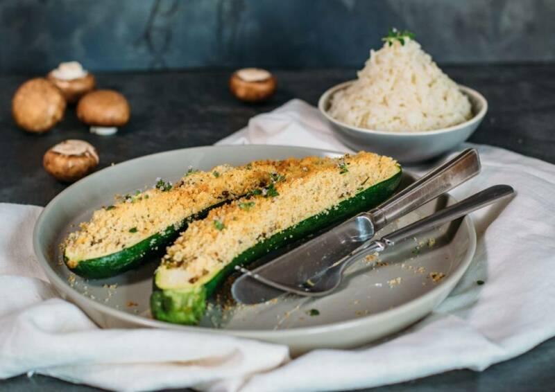Gefüllte Zucchini mit Semmelbröselkruste