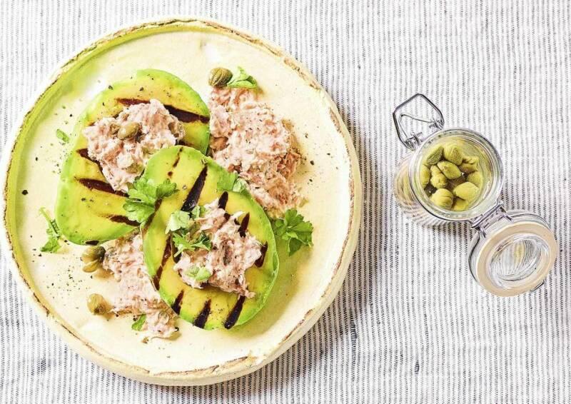 Gegrillte Avocado mit Thunfisch