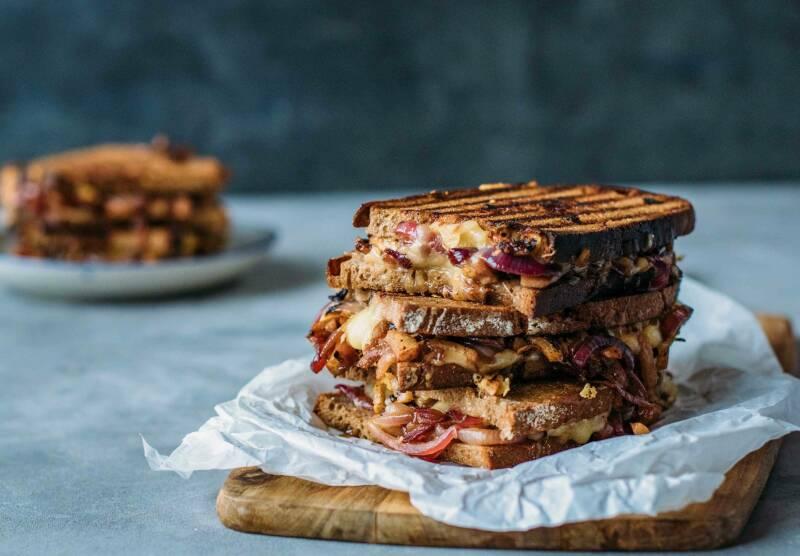 Grilled Cheese Sandwich mit Birne und Cheddar