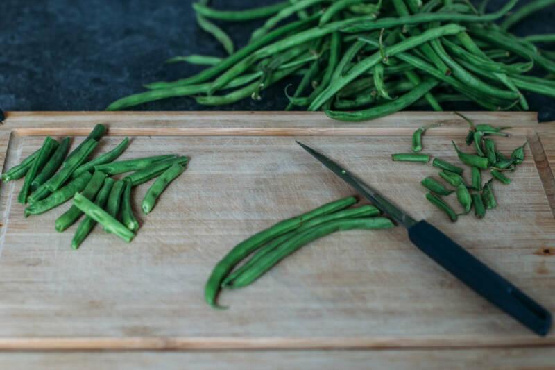 Grüne Bohnen kochen: zubereitung buschbohnen halbieren