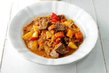 Gulaschtopf mit Sauerkraut