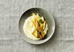 Honigjoghurt mit gebratenen Birnen