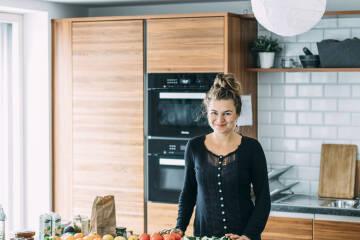 Interview Kochen für Gruppen: Lena-Marie Blick in die Kamera