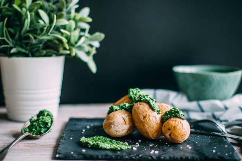 kartoffeln-mit-feldsalat-pesto