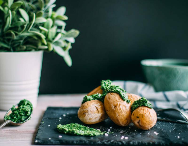 kartoffeln mit feldsalat pesto-1023834-770-990-0