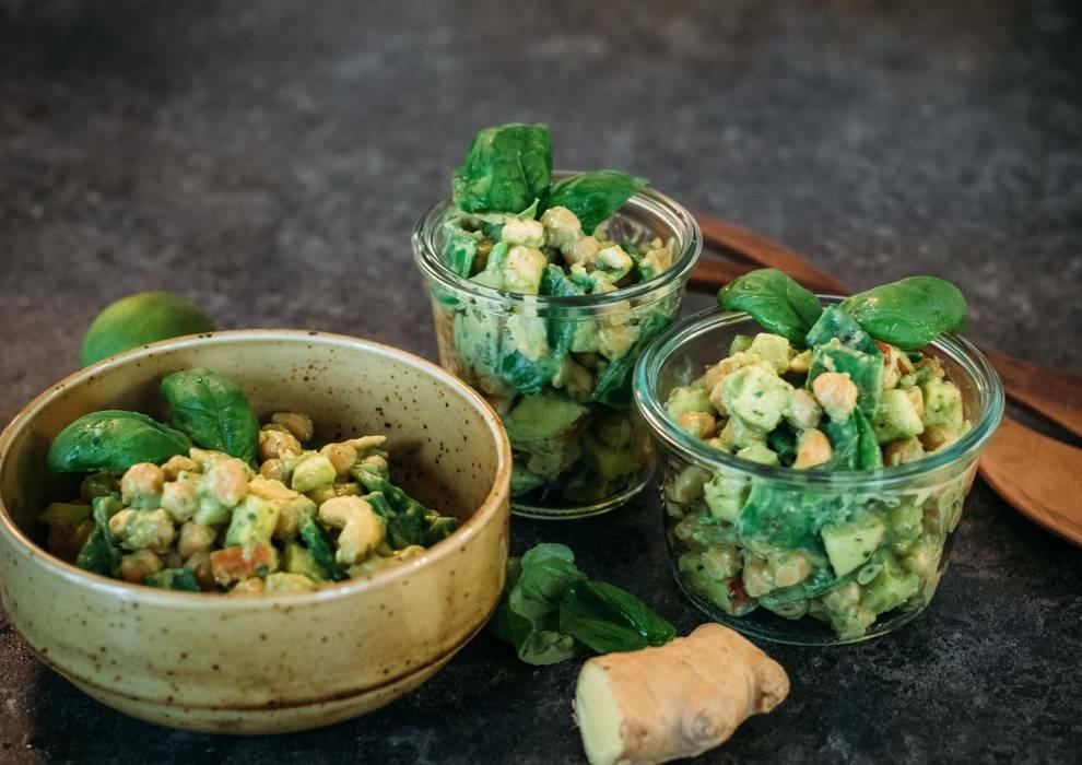 Kichererbsensalat mit Avocado-Dressing