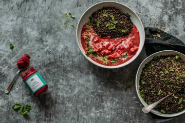 Kochen mit Aufstrich: Beluga-Linsen-Curry mit Hanf im Glück
