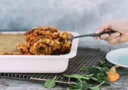 Kürbis-Spinat Lasagne mit Hefeschmelz in Auflaufform