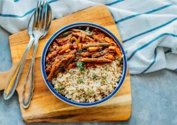 Lebensmittel, die lange halten: Fasolakia mit Reis