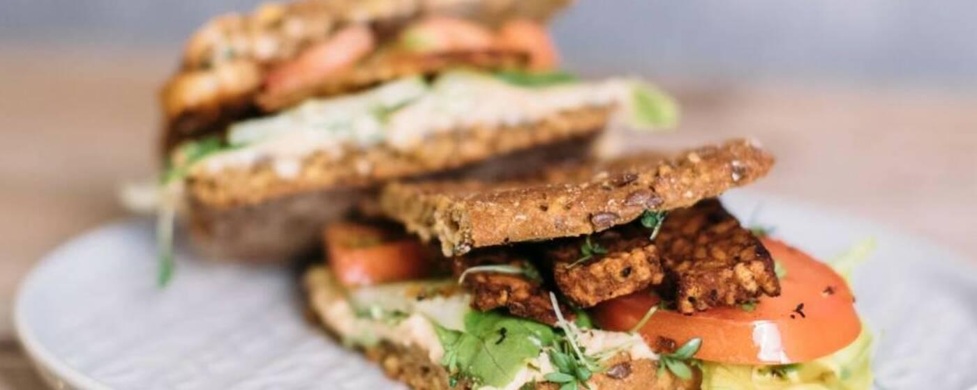 In diesem Ernährungsplan findest du leckere Rezepte für 2 Wochen Low-Carb-Ernährung.