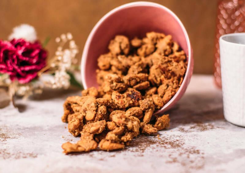 Snacken muss erlaubt sein, so auch mit diesen Snack-Mandeln. Die kannst du auch während deiner Low-Carb-Phase zwischendurch mal naschen.