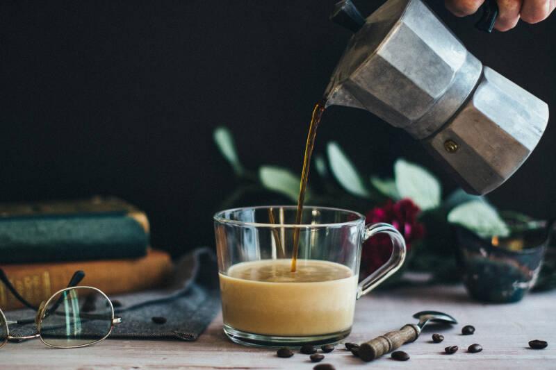 Auch in Kaffeepulver ist Magnesium enthalten, das Heißgetränk dient somit auch als Magnesiumlieferant.