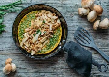 Omelette mit frischen Steinpilzen