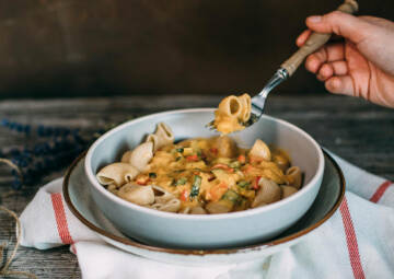 Pasta mit Paprika-Zucchini-Soße