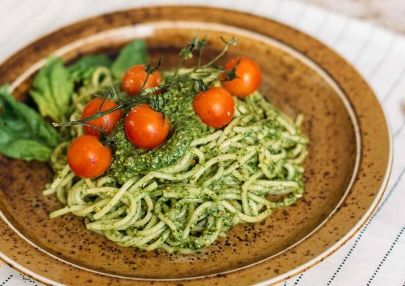 Pasta mit Pistazien-Spinat-Pesto
